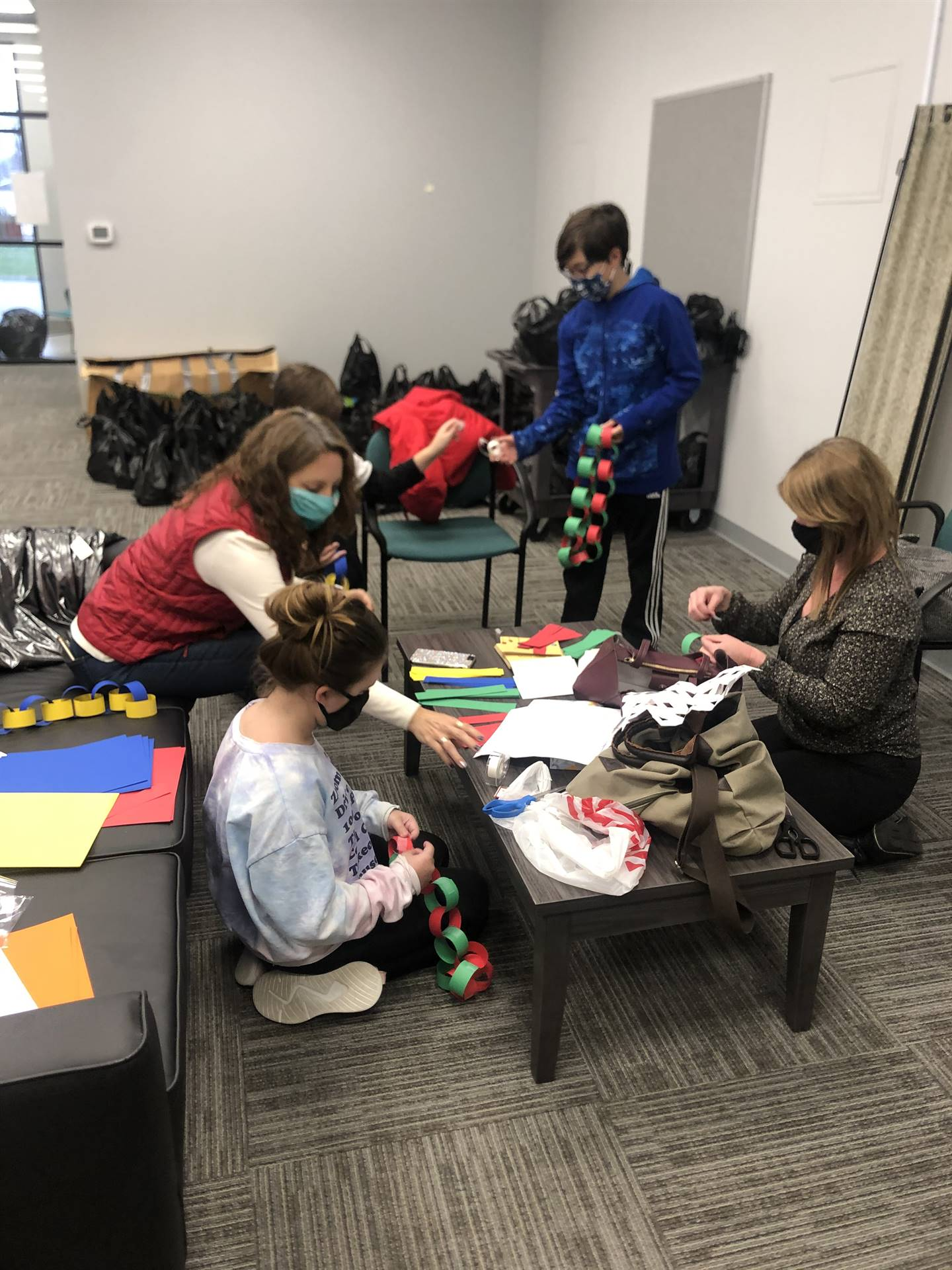 WMS Student Council Decorating the WFRC for the Holidays! 12/16/2020